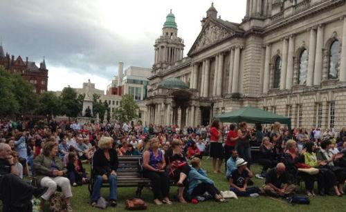Live Konzert vor dem Belfaster Rathaus